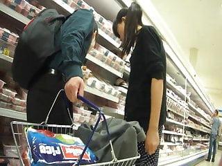 Download video bokep Chinese Shopper Upskirted Mp4 terbaru
