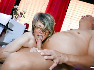 HAUSFRAU FICKEN - Blowjob and pussy eating with horny mature