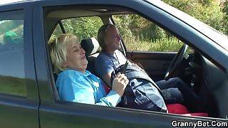 Old granny getting screwed roadside