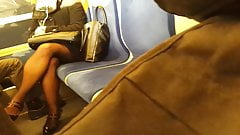 jolies jambes dans le RER C sexy legs in the train