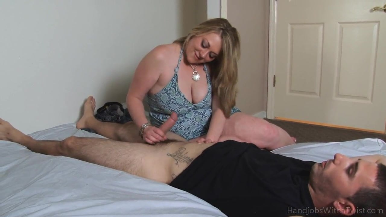 Lesbian playin with sex toys