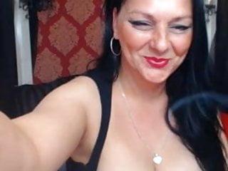 Nice cressy milf naked boob