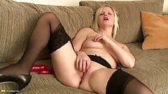 Mature mothers with hungry holes