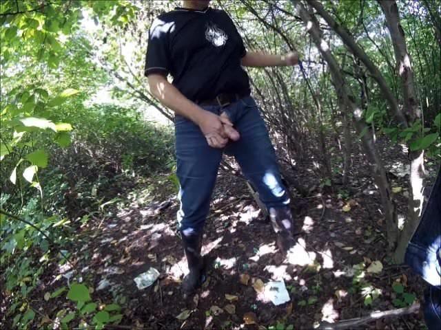 Парень трахнул пьяную китаянку в кустах намеревался приставать