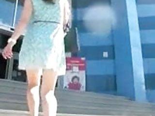 WOW...hot legs..Upskirt