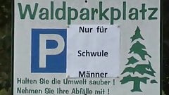 Ein Waldparkplatz