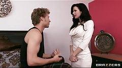 Veronica Avluv grinds her wet