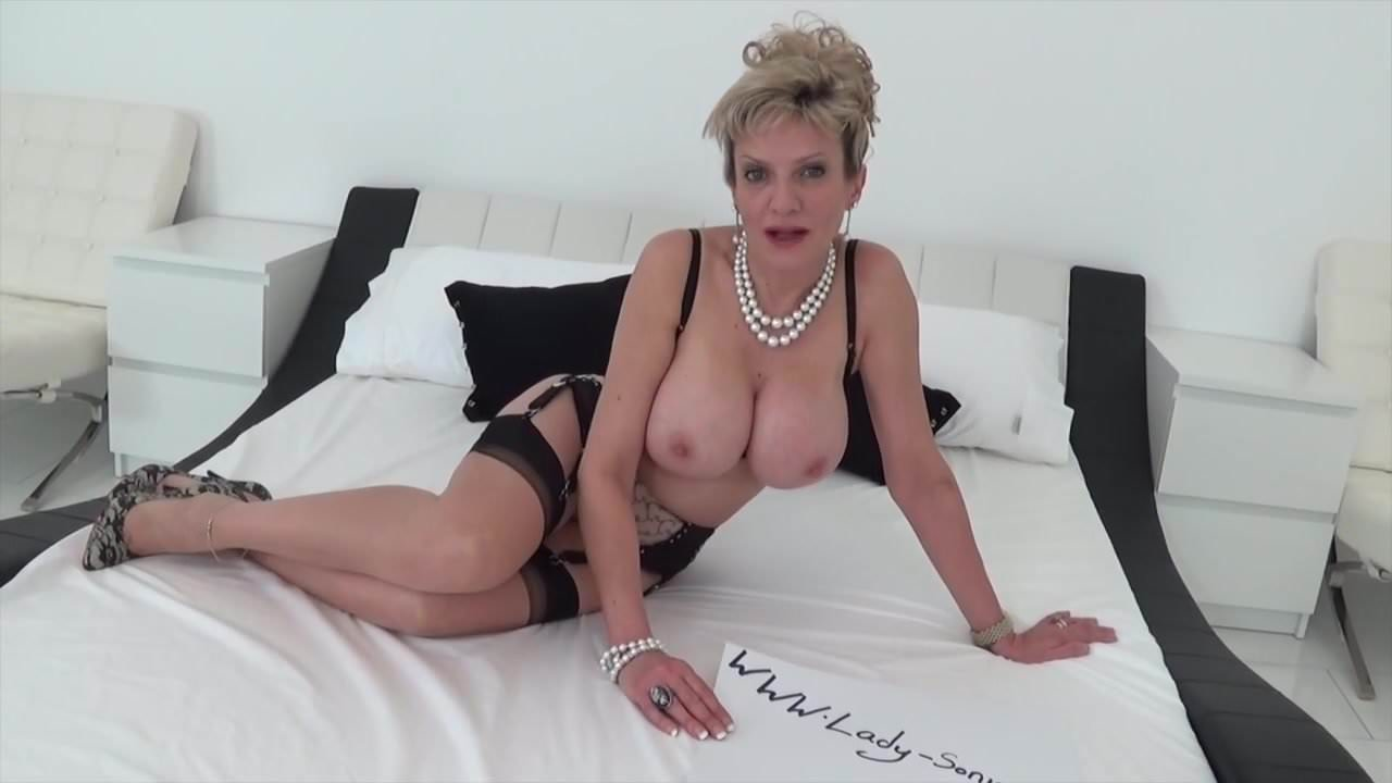 Sonia cums several times while being fingered 3