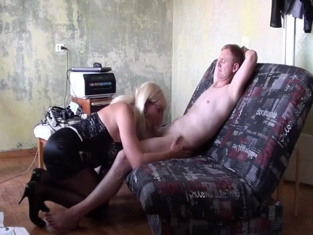 Intense lesbian tongue action