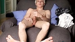 Twink Ian Madrox shows off feet while wanking for cumshot