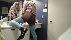 VanessaTV cumming with her BLUE stockings...