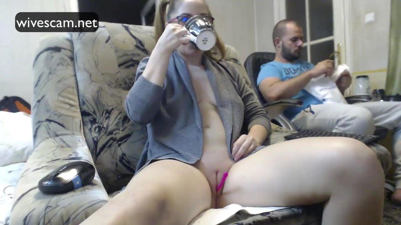 free-webcam-wife-masterbate-glasses-naked-hunt