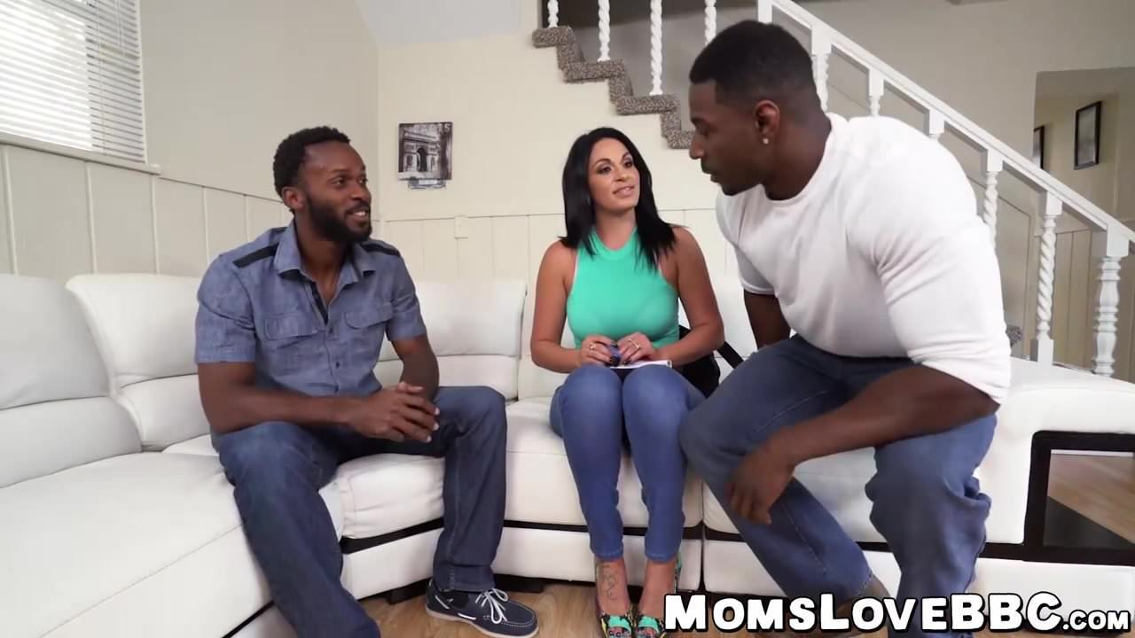 Beeg morena com dois parceiros pornstars mulatos