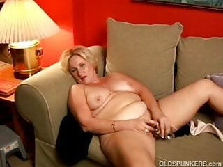 Chubby cougar with great big tits lies back and plays with