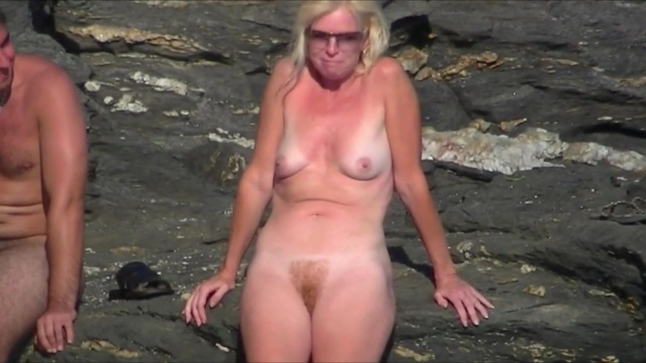 Amateur Nude Girls In Beach Showing Pussy Nipple 19-1180