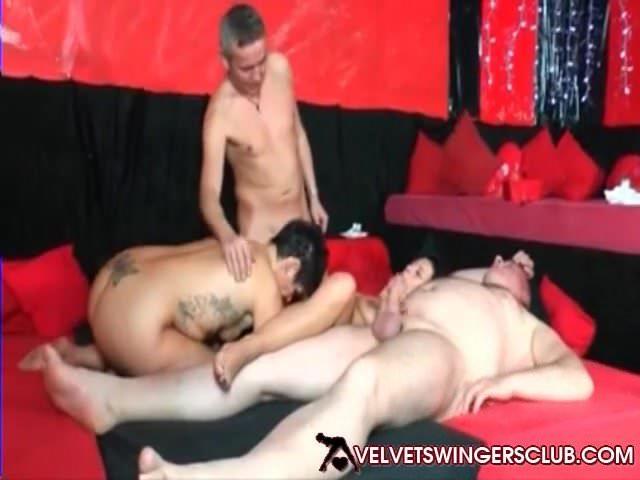 porno z czarnym kotem