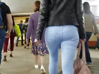 Beauty blonde's round ass