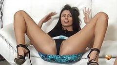 Sofia Cucci insegna lo squirting