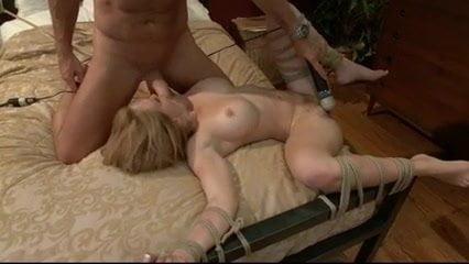 Genelia desuz nude pics