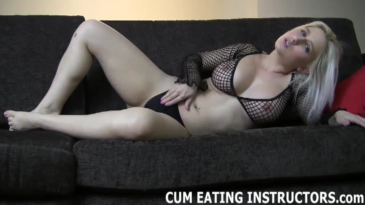 Voluptuous women masturbating