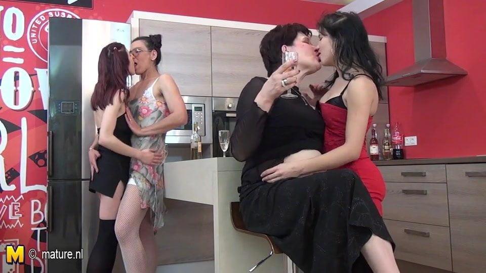 Group mature nl sex lesbian