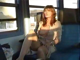 petite exhib dans le train