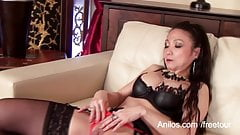 Real orgasm for mature Asian mom