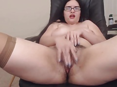 Curvaceous Ann squirts her natural hairy pussy