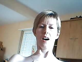 Amateur Woman Wants You to Watch Her Face as She Cums