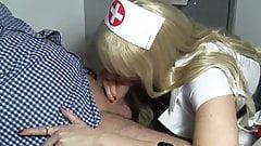Traumhafte Krankenschwester blaest ihn gesund!