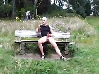 Bisexuel cock rub