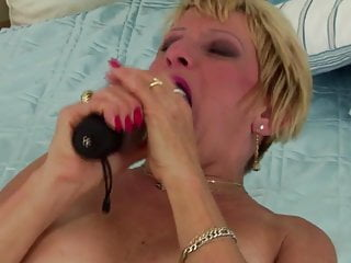 Download video bokep This mature mom is crazy but you will like her Mp4 terbaru