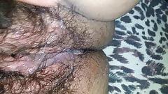 Chupando  gostoso a buceta peluda da minha mulher