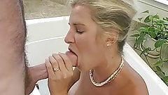 MILF bathtub blowjob