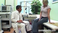 Perverser Landarzt fickt Patientin's Thumb