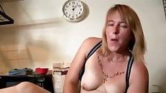 Posh milf feeding her juicy pussy