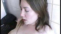 Elle se fait casser le cul en rentrant des courses !!!
