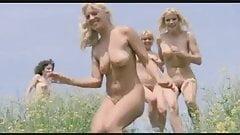 seis chicas corriendo desnudas