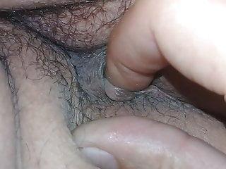enviando o dedo no rabinho da minha esposa