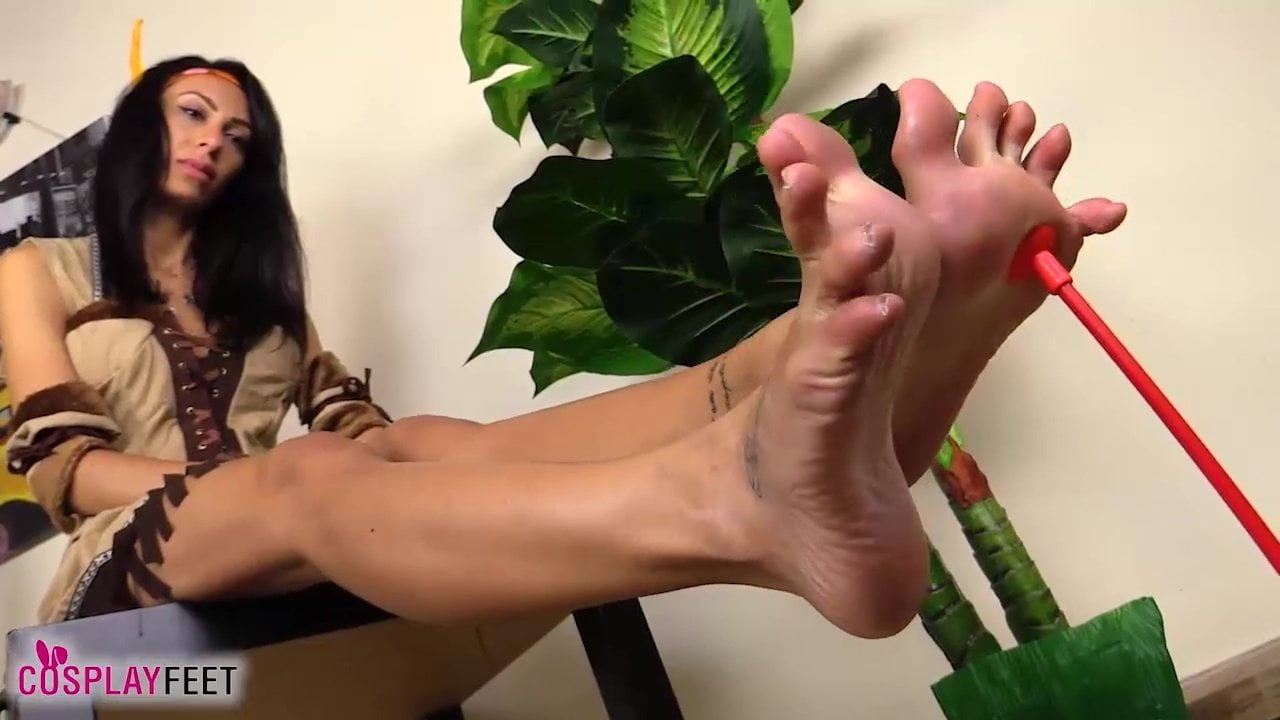 f7194e913 Barefoot Squaw Cosplayer Uses Toes to Throw Arrows  Porn df