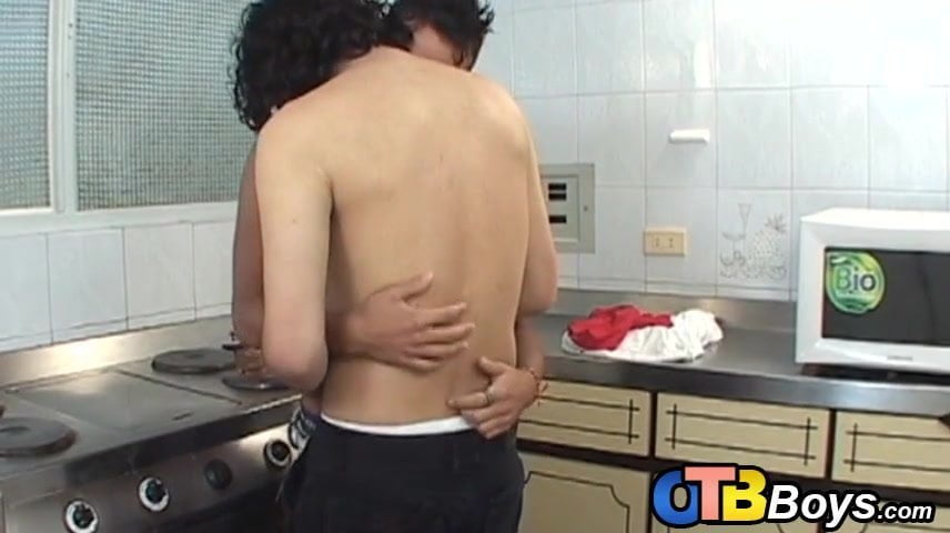 Uncooked latino cock cums exhausting after bareback within the kitchen