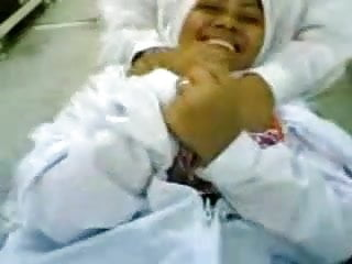 Bertudung Jilbab