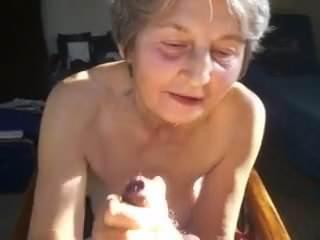 Oma braucht die Sperma Dusche
