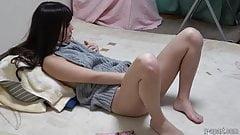 Sarina Kurokawa starts masturbating with dildo