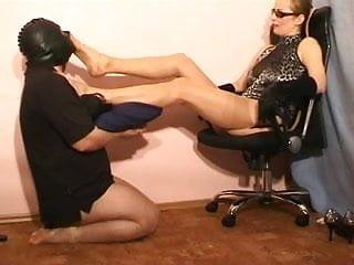 Download video bokep Footstool basic training Mp4 terbaru