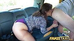 Fake Taxi большая испанская задница подпрыгивает, пока тугую киску трахают