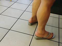 latina fliflops candid meaty feet