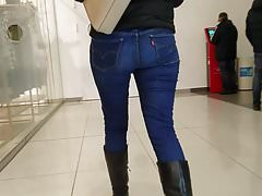 Nice ass in blue jeans
