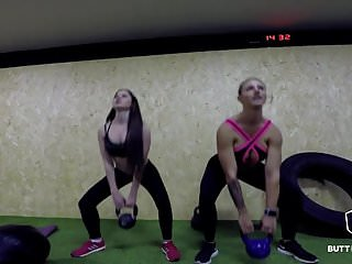 Russian petite Cassie Fire Working out
