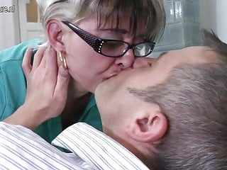 Naughty mature slut mom fucking younger dude